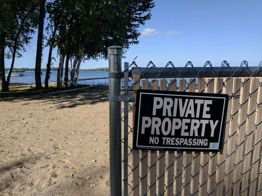 Fenced in on both sides by private homes, the beach is still more than large enough.