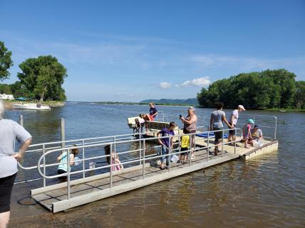 A group of bug hunters at Prairie Island, trying to determine the health of the Mississippi River!